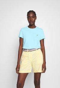 Tommy Hilfiger - CLASSIC - Basic T-shirt - sail blue - 0