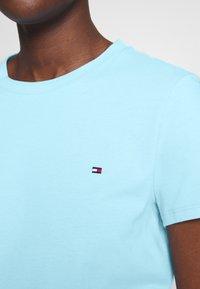Tommy Hilfiger - CLASSIC - Basic T-shirt - sail blue - 4