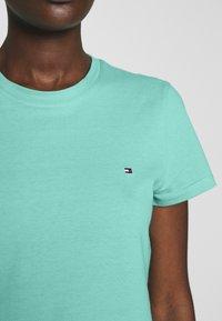 Tommy Hilfiger - CLASSIC - Basic T-shirt - light green - 4
