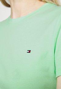 Tommy Hilfiger - CLASSIC - T-shirt basic - neo mint - 5