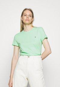 Tommy Hilfiger - CLASSIC - T-shirt basic - neo mint - 0