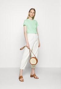 Tommy Hilfiger - CLASSIC - T-shirt basic - neo mint - 1