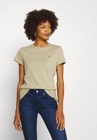 Tommy Hilfiger - CLASSIC - Basic T-shirt - surplus khaki - 0