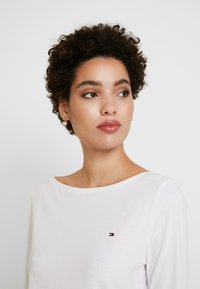 Tommy Hilfiger - CLASSIC BOAT NECK 3/4 SLEEVE  - Long sleeved top - white - 3