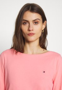 Tommy Hilfiger - CLASSIC BOAT NECK 3/4 SLEEVE  - T-shirt à manches longues - pink grapefruit - 3
