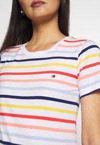 Tommy Hilfiger - ESSENTIAL ROUND - T-shirt imprimé - breton multi/white - 5