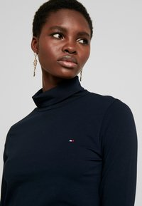 Tommy Hilfiger - ESSENTIAL ROLL - Long sleeved top - desert sky - 4