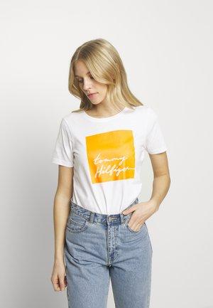 ALISSA REGULAR - Print T-shirt - white / orange