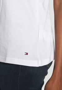 Tommy Hilfiger - ALISSA REGULAR - Print T-shirt - white - 4