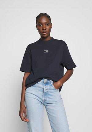 ICON HIGH NECK TEE - T-shirt basic - desert sky