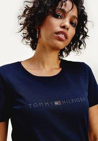 Tommy Hilfiger - TIARA - Print T-shirt - desert sky - 3