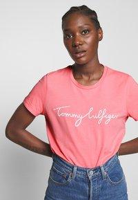Tommy Hilfiger - CREW NECK GRAPHIC TEE - Print T-shirt - pink grapefruit - 3