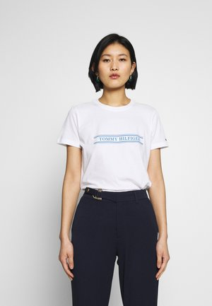 REGULAR - T-shirts med print - white