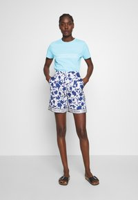Tommy Hilfiger - REGULAR - T-shirts med print - sail blue - 1