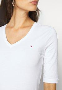Tommy Hilfiger - Basic T-shirt - white - 5