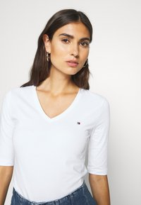 Tommy Hilfiger - Basic T-shirt - white - 3