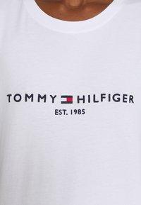 Tommy Hilfiger - NEW TEE - Print T-shirt - white - 5