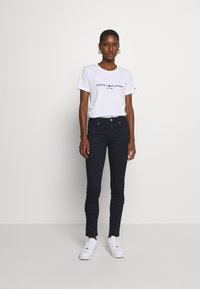 Tommy Hilfiger - NEW TEE - Print T-shirt - white - 1