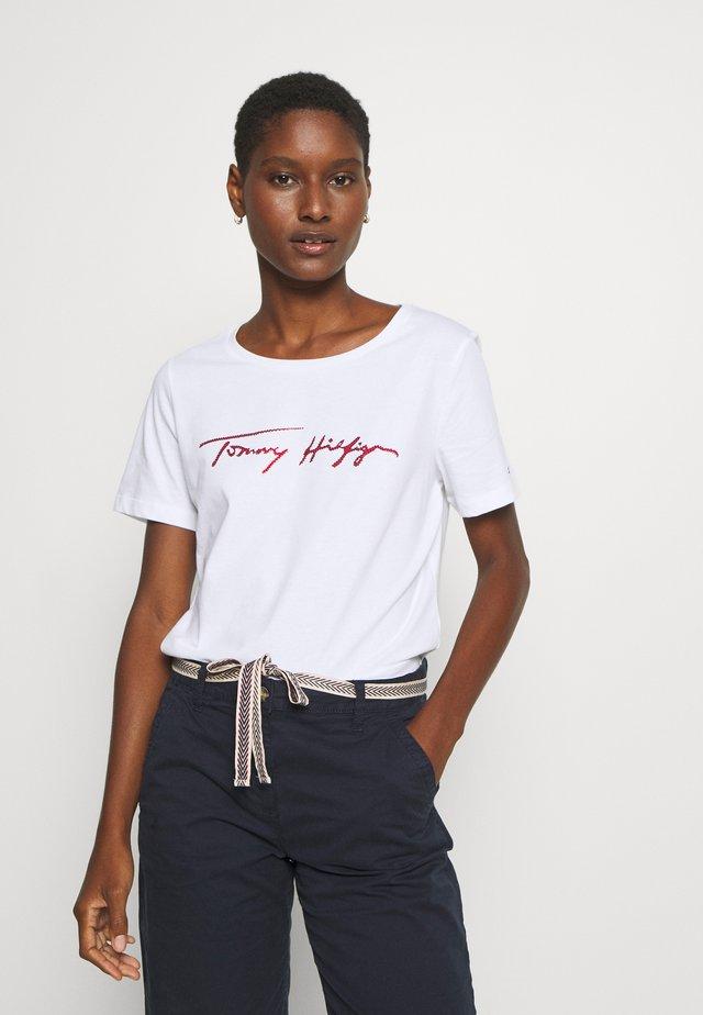 CARMEN TOP - T-shirt z nadrukiem - white
