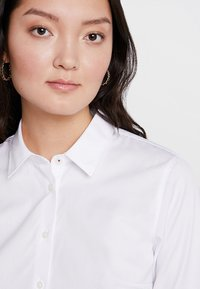 Tommy Hilfiger - ESSENTIAL  - Button-down blouse - white - 3