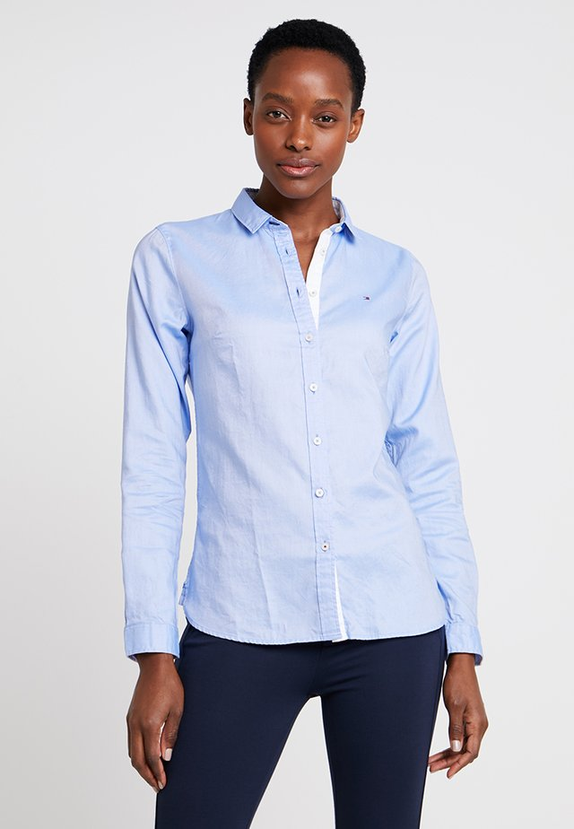 HERITAGE REGULAR FIT - Button-down blouse - skyway