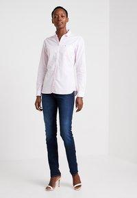 Tommy Hilfiger - HERITAGE REGULAR FIT - Button-down blouse - rose - 1