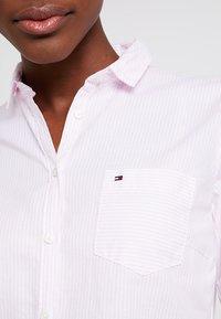 Tommy Hilfiger - HERITAGE REGULAR FIT - Button-down blouse - rose - 6