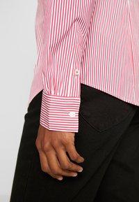 Tommy Hilfiger - ESSENTIAL - Skjorta - light pink/white - 4