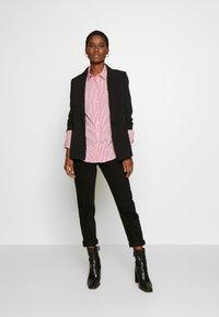 Tommy Hilfiger - ESSENTIAL - Skjorta - light pink/white - 1
