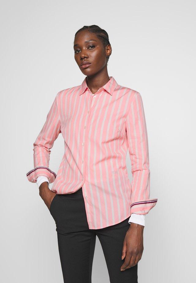 ESSENTIAL - Button-down blouse - bitonal/pink grapefruit