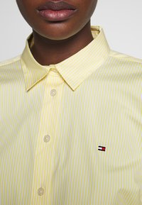 Tommy Hilfiger - ESSENTIAL - Button-down blouse - sunray - 4