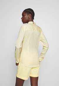 Tommy Hilfiger - ESSENTIAL - Button-down blouse - sunray - 2
