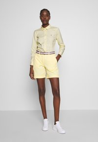 Tommy Hilfiger - ESSENTIAL - Button-down blouse - sunray - 1