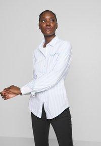 Tommy Hilfiger - LACIE - Skjorte - white/breezy blue - 3