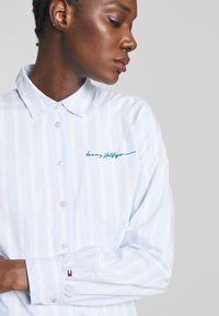 Tommy Hilfiger - LACIE - Skjorte - white/breezy blue - 5