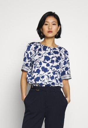 PEONIE - Blouse - joanna floral border/blue