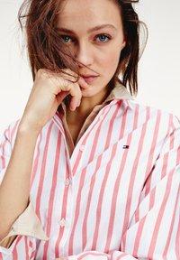 Tommy Hilfiger - LACIE  - Button-down blouse - bitonal stp bright vermillion - 3
