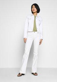 Tommy Hilfiger - SHRUNK  - Veste en jean - white - 1