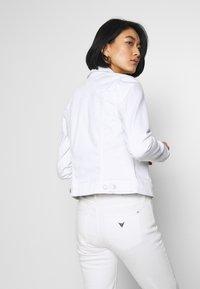 Tommy Hilfiger - SHRUNK  - Veste en jean - white - 2