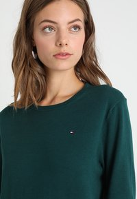Tommy Hilfiger - TALY - Jumper - green - 3