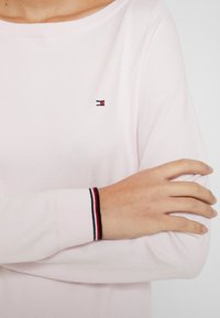 Tommy Hilfiger - NEW IVY BOAT - Sweter - light pink - 5