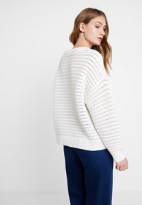 Tommy Hilfiger - VANAH - Pullover - white - 2