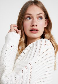 Tommy Hilfiger - VANAH - Pullover - white - 3