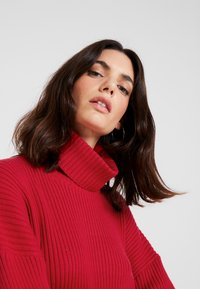 Tommy Hilfiger - HASEL ROLL - Pullover - red - 5