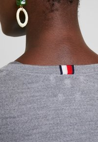 Tommy Hilfiger - ESSENTIAL - Svetr - grey - 5