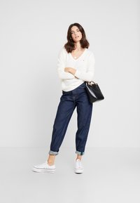Tommy Hilfiger - SANIA  - Sweter - white - 1
