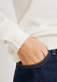 Tommy Hilfiger - SANIA  - Sweter - white - 5