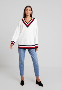Tommy Hilfiger - ESSENTIAL TIPPING - Maglione - white - 1