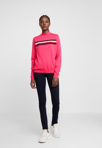 Tommy Hilfiger - JENEE MOCK - Svetr - bright jewel - 1