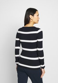 Tommy Hilfiger - STRIPE CABLE BOAT - Sweter - navy/snow white - 2